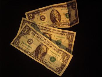 2 Dolar bill  2 adet 1er Dolara dönüşür